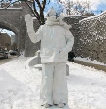 -002-   La statue vivante Coolman
