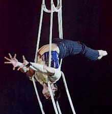 -016-    L'Échelle Aérienne numéro de cirque