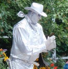 -001-   La statue vivante le Cowboy mécanique