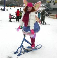 La fée clownesque et sa trottinette des neiges -040-