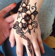 -081-   Tatouage temporaire au Henné