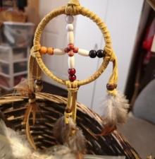 -099-   Atelier d'artisanat amérindien
