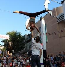Cirque acrobatique numéros en duo -129-