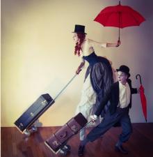 -167- Les Voyageurs duo échasse et au sol animation ambulante