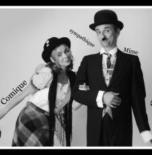 Charlie Chaplin et Edna, animation déambulatoire humoristique (033)