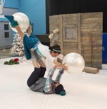Cirque et Boules de neige, Spectacle Familiale hivernale (094)