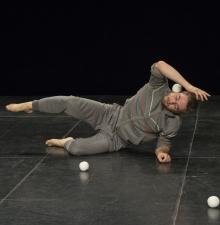Jonglerie contemporaine, numéro de cirque (130)