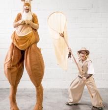Le chasseur et son Kangourou, animation ambulante échasse et au sol (127)