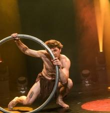 Roue Cyr, numéro de cirque (203)